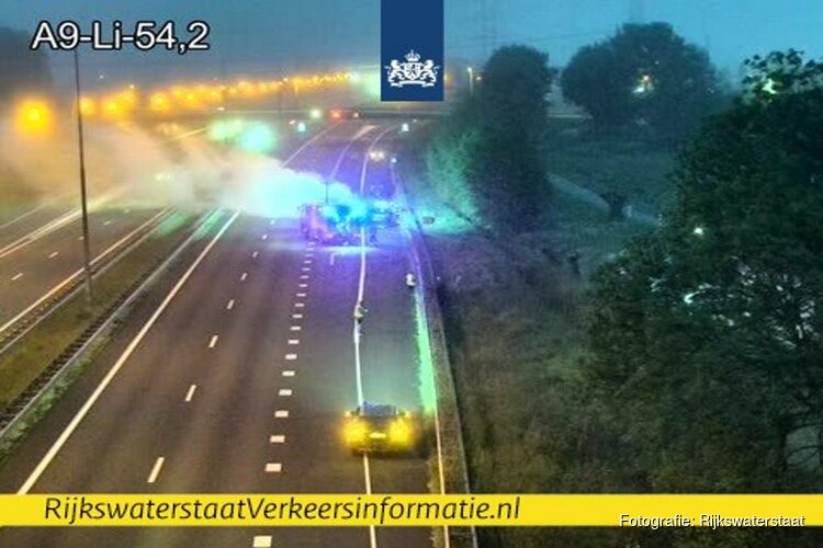 Auto brandt uit op A9 bij Beverwijk