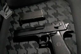 Politie jaagt op stonede en dronken Audi-bestuurder met vuurwapen