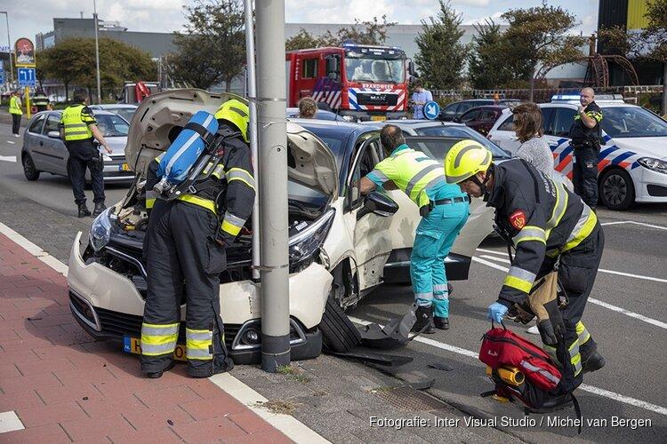 Automobilist bekneld na ongeval Parallelweg Beverwijk