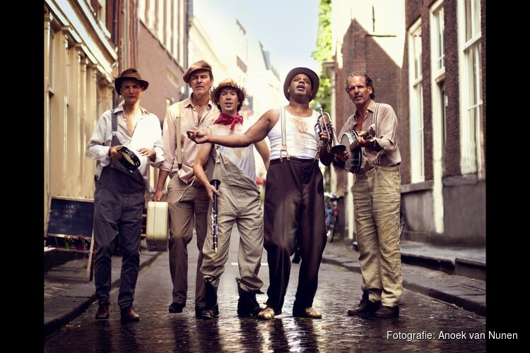 Zwoele bluesy-nachtclubtaferelen in Swingin' in New Orleans