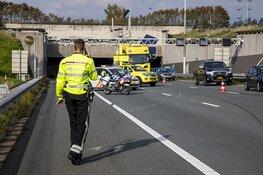 Auto op z'n kant bij ongeval A9 na Wijkertunnel