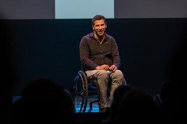 Marc de Hond maakt theaterkunstproject voor zoon en dochter