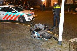 Auto rijdt door na aanrijding met scooterrijder in Beverwijk