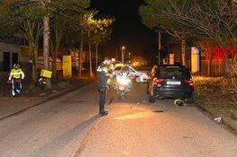 Pizzabezorger klapt op geparkeerde auto in Beverwijk