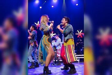 Geheel nieuwe cast Jeans zingt en danst Heartbeat