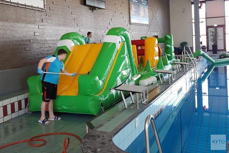Wat wordt er achter de schermen allemaal gedaan in het zwembad?