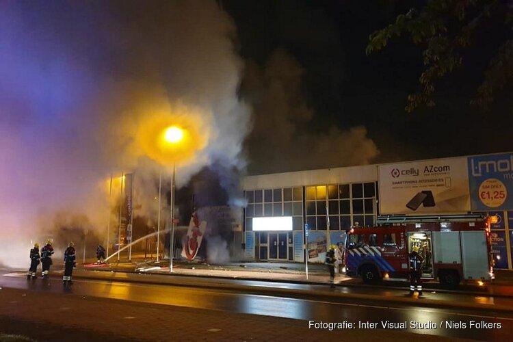 Felle brand bij Carpetright in Beverwijk