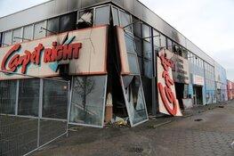 Schade brand Carpetright Beverwijk bij daglicht goed zichtbaar