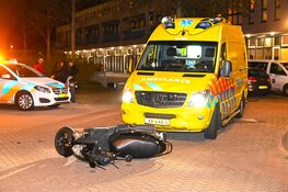 Gewonde bij aanrijding tussen auto en scooter in Beverwijk