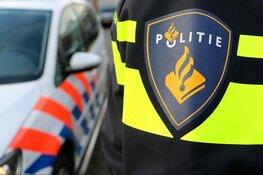 Politie op zoek naar vandaal die auto's vernielde met hamer