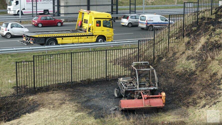 Landbouwvoertuig afgebrand langs A9