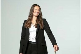 Modemerk Claudia Sträter organiseert hockeyclinics onder leiding van Lidewij Welten