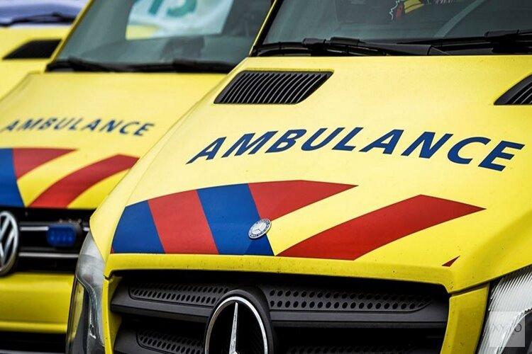 Fietser gewond na aanrijding met bestelbus