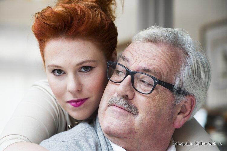 Ernst Daniël Smid samen met dochter Coosje op de bühne