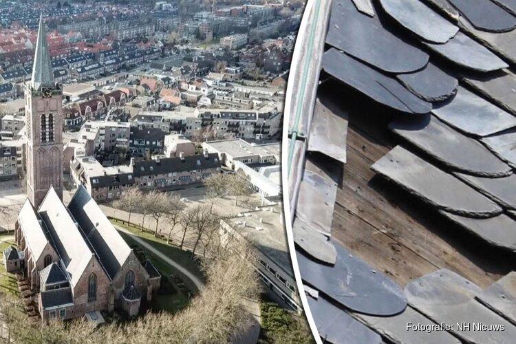 """Dakpannen vallen van 72 meter hoge Wijkertorenspits: """"Zorgelijke situatie"""""""