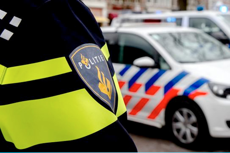 Man steek woning in brand